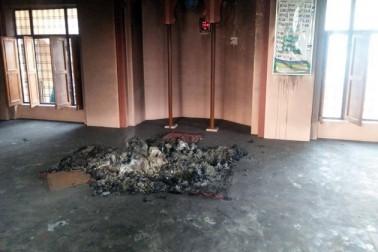 ہماچل پردیش میں سرمور کے پانوٹا صاحب ماجرا علاقہ کے تحت میلیو گاوں میں اس وقت فرقہ وارانہ کشیدگی پیدا ہوگئی ، جب مسلمانوں کو پتہ چلا کہ ایک وہاں کی مسجد میں قرآن کریم کے نسخے جلا دئے گئے ہیں۔ اطلاعات کے مطابق شرارت پسند عناصر نے اتوار کی رات میں 12 بجے مسجد میں رکھے قرآن کریم کے نسخے کو نذر آتش کردیا ۔ پیر کو جب اس معاملہ کا انکشاف ہوا ، تو بڑی تعداد میں وہاں لوگ جمع ہوگئے اور انہوں نے احتجاج کرتے ہوئے ہائی وے پر جام لگایا۔