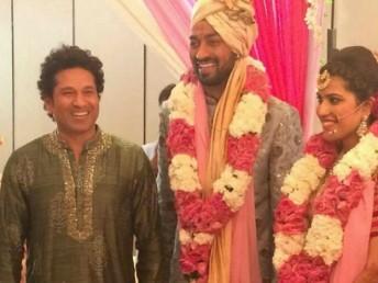 کرکٹ دنیا کے بھگوان اور بھارت رتن سچن تیندولکر بھی شادی میں نظر آیا۔