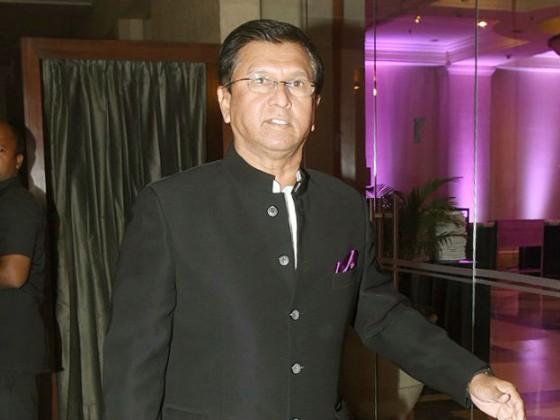 ہاردک اور کنال پانڈیا کے کوچ اور سابق کرکٹ کھلاڑی کرن مورے بھی شادی میں شریک ہوئے۔