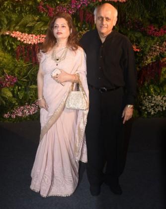 دیکھیں تقریب میں شامل شخصیات ۔ (تصویر : یوگین شاہ )۔