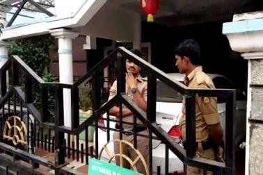 کرناٹک : بنگلورو سمیت مختلف مقامات پر بد عنوان افسران کے گھروں پر اے سی بی کے چھاپے