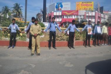 اگرتلا میں اسٹوڈینٹس فیڈریشن آف انڈیا سے وابستہ لوگ احتجاج کرتے ہوئے ۔