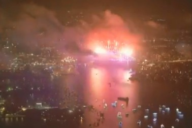 آسٹریلیا کے شہر سڈنی میں بھی نئے سال کا آغازہوگیا ۔ سڈنی ہاربرپر 2018 کا استقبال کیا گیا اور شاندار آتش بازی کا مظاہرہ بھی کیا گیا جس سے رات میں دن کا سماں لگنے لگا۔