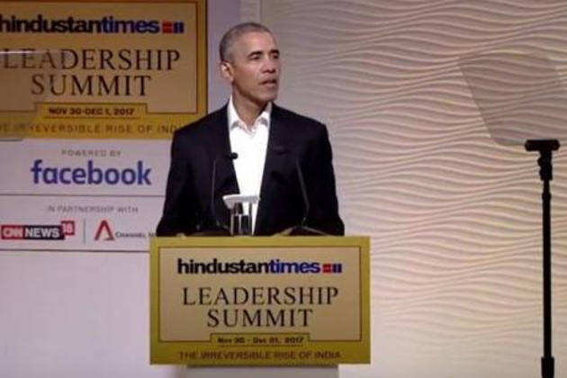 امریکہ کے سابق صدر براک اوباما ہندوستان ٹائمس لیڈر شپ سمٹ میںشرکت کیلئے جمعہ کو ہندوستان پہنچے ۔ سمٹ میں اوباما نے 20 منٹ کی تقریر کی ۔ اس دوران انہوں نے دہشت گردی ، جمہوریہ ، اقتصادی اصلاحات سمیت متعدد معاملات پر کھل کر اظہار خیال کیا ۔ آئیے ہم آپ کو بتاتے ہیں اوباما کی تقریر کی 10 اہم باتیں۔