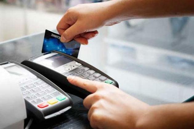 اب ڈیبٹ کارڈ سے 2000 روپے تک کی خریداری پر ٹیکس نہیں لگے گا۔ ایسا ڈیجیٹل لین دن کو فروغ دینے کیلئے کیا گیا ہے ۔ یہ سہولت یکم جنوری سے نافذ ہوجائے گی۔