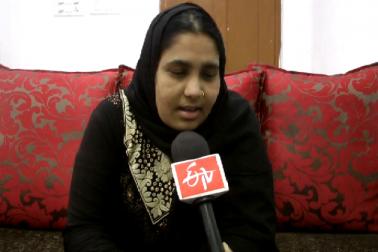 حیدرآباد پرانے شہر بارکس ایرہ کنٹہ کی ایک 31 سالہ خاتون غوثیہ بیگم نے 72 سالہ عمانی شہری سے 2008 میں شادی کی تھی ، اب اس کو طلاق دینے کا معاملہ سامنے آیا ہے ۔ غوثیہ بیگم کی شکایت کے مطابق اس کے شوہرسعد ظہران حامد ال راجی نے 15 اگست 2017 کو فون پرتین طلاق دیدی  اور گزشتہ تین مہینوں سے اس کے شوہر نے نہ تو کوئی بات چیت کی اور نہ ہی کوئی جواب دیا۔