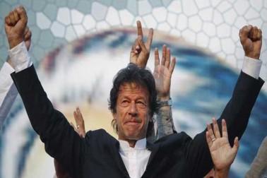 پاکستانی سپریم کورٹ کا فیصلہ ، پی ٹی آئی سربراہ عمران خان نا اہلی سے بچ گئے ، جہانگیر ترین نااہل قرار