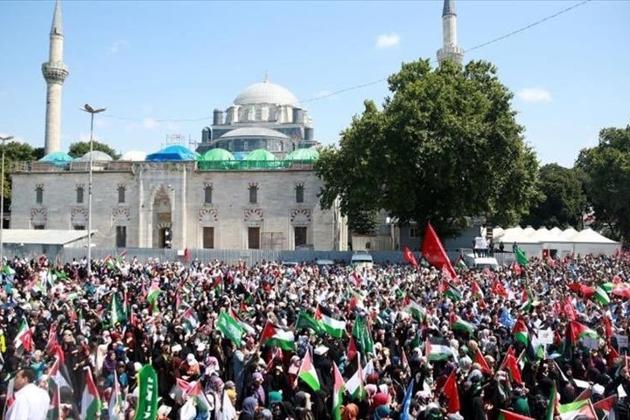 ہندوستان ، فلسطین، ترکی، ملیشیا، اردن، ایران، مصر، پاکستان، انڈونیشیا، یمن، تیونس، بحرین، صومالیہ، بنگلہ دیش، مراکش، یورپی ممالک اور کئی دوسرے ملکوں میں فلسطینی پرچم اٹھا کر لاکھوں افراد نے القدس کی حمایت اور ٹرمپ کے اعلان کے خلاف جلوس نکالے۔