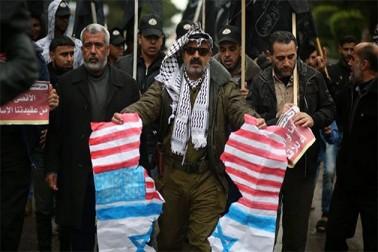 مسلمان ممالک میں ہونے والے احتجاجی مظاہروں سے خطاب کرتے ہوئے مقررین نے امریکی صدر ڈونلڈ ٹرمپ کے القدس کے بارے میں اعلان کو مسلمانوں کے خلاف اعلان جنگ قرار دیا۔