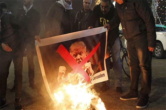 ترکی کے دارالحکومت استنبول میں سب سے بڑا احتجاجی مظاہرہ مسجد سلطان محمد فاتح کے باہر نکالا گیا۔