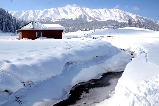 خطہ لداخ کا لیہہ گذشتہ رات ریاست کی سرد ترین مقام ثابت ہوئی جہاں کم سے کم درجہ حرارت منفی 10 اعشاریہ 5 ڈگری ریکارڈ کیا گیا۔