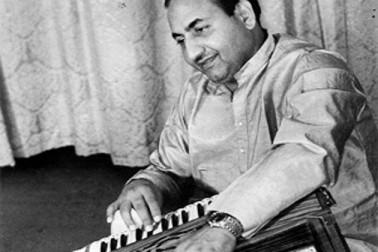 سال 1980 میں ریلز ہوئی فلم نصیب میں رفیع صاحب کو امیتابھ کے ساتھ ''چل چل میرے بھائی''گانا گانے کا موقع ملا،امیتابھ کے ساتھ گانا گانے پر وہ بہت خوش ہوئے تھے۔امیتابھ کے علاوہ انہیں شمي کپور اور دھرمیندر کی فلمیں بھی بہت پسند آتی تھیں۔انہیں امیتابھ-دھرمیندر کی فلم شعلے بہت بے حد پسند تھی اور انہوں نے اسے تین بار دیکھا تھا۔