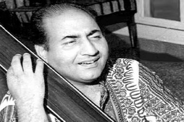 شیام سندر کی موسیقی میں رفیع نے اپنا پہلا گانا زینت بیگم کے ساتھ پنجابی فلم 'گل بلوچ'كے لیے گایا۔ جس کے بول 'سونيے نی ہیریئے نی' تھے۔ سال 1944 میں نوشاد کی موسیقی میں انہوں نے اپنا پہلا ہندی گانا 'ہندوستان کے ہم ہیں'فلم 'پہلے آپ' کے لیے گایا۔