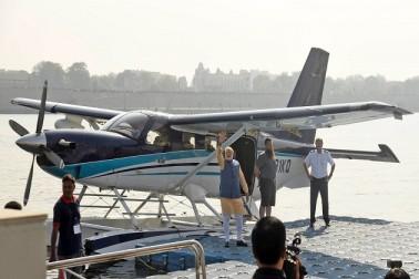 انتخابی مہم کے آخری دن مودی نے سی پلین میں کی پرواز، انباجی مندرمیں کی پوجا
