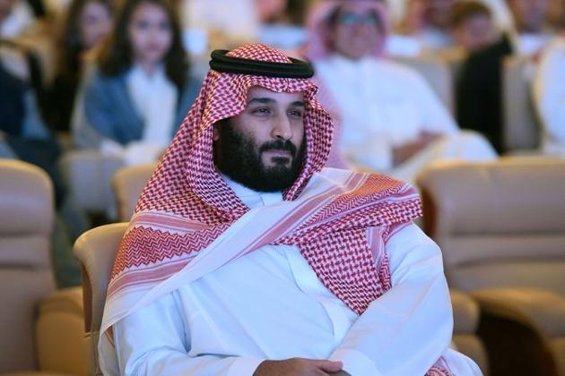 سعودی عرب کے ولی عہد محمد بن سلمان ایک مرتبہ پھر چوطرفہ تنقید کی زد پر ہیں ۔ اس مرتبہ وہ اپنے شاہی اخراجات کی وجہ سے تنقید کے شکار ہیں۔ کچھ دنوں قبل دنیا کی سب سے مہنگی پینٹنگ خریدنے پر تنقید کا شکار ہوئے ولی عہد کے بارے اب ایک اور سنسنی خیز دعوی  کیا گیا ہے ۔ امریکی اخبار نیویارک ٹائمس نے دعوی کیا ہے کہ سعودی ولی عہد محمد بن سلمان نے دنیا کا مہنگا ترین گھر خریدا ہے۔