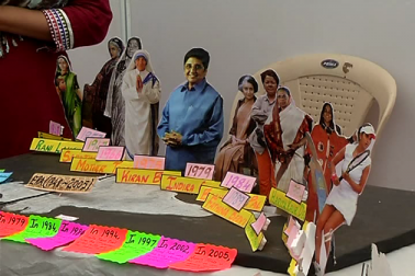 ساتھ ہی طالبات نے کولاج کے ذریعے اپنے فن کا مظاہرہ کیا ۔