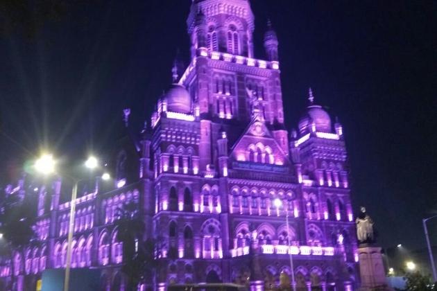 علاوہ ازیں ممبئی کی بی ایم سی کی عمارت کو بھی سجایا گیا ہے اور وہ بھی دلفریب نظارہ پیش کررہی ہے۔