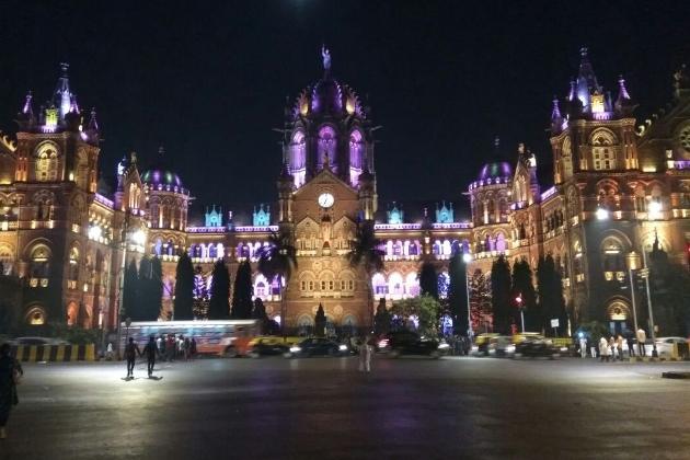 ممبئی میں چھتر پتی شیواجی ٹرمنل کا کافی خوبصورتی کے ساتھ سجایا گیا ہے۔