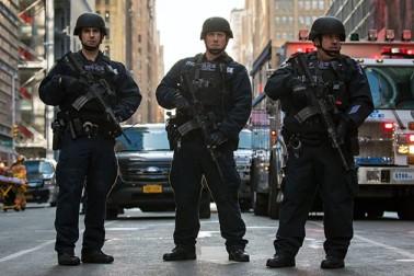 نیویارک میں تین شیر خوار بچوں اور 5 افراد پر قاتلانہ حملہ ، بعد میں خود کی کلائی کاٹی