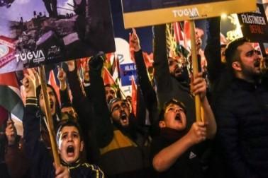 ترکی کے متعدد شہروں میں احتجاجی مظاہرے کئے جارہے ہیں ۔ استنبول میں بھی مظاہرے کئے گئے۔ تصویر : اے ایف پی ۔