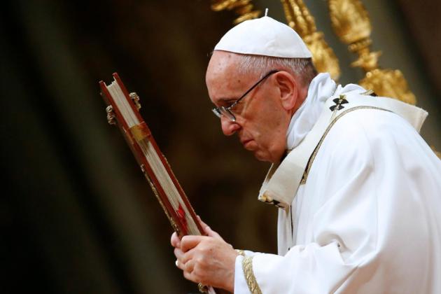 دنیا بھر میں کرسمس تقریبات جاری، روحانی پیشوا پوپ فرانسس کی خصوصی دعا ، پناہ گزینوں کے احترام پر زور