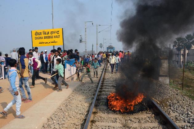آرجے ڈی کارکنوں نے پٹنہ -گیا ریل سیکشن پر جہان آباد اسٹیشن کے سامنے ٹریک پر آگ زنی کی اور جن شتابدی کو روکنے کے ساتھ ساتھ این ایچ کو بھی جام کردیا۔