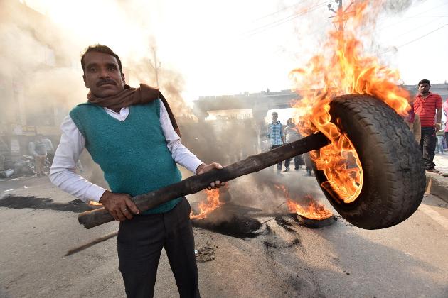 مظاہرین ریاستی حکومت اور وزیر اعلی نتیش کمار کے خلاف جم کر نعرے بازی کرتے ہوئے نظر آئے ۔