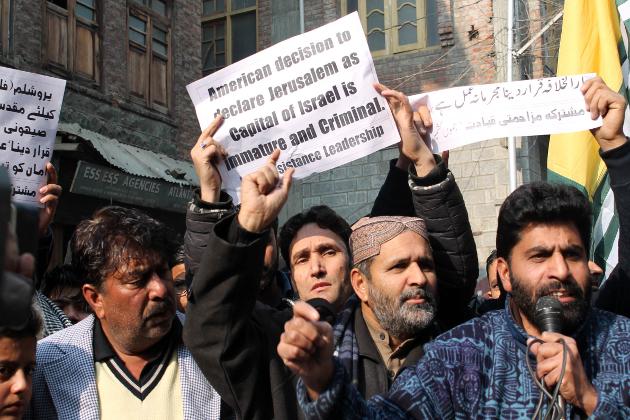 ساتھ ہی ساتھ علاحدگی پسندوں نے شدید ردعمل کا اظہار کرتے ہوئے اس کے خلاف 8دسمبر جمعہ کو پورے کشمیر میں یوم احتجاج کے طور پر منانے اور نماز جمعہ کے موقعہ پر تمام مرکزی مساجد ، خانقاہوں ، امام بارگاہوں اور آستانوں میں ایک مذمتی قرارداد پیش کرنے کا اعلان کیا تھا تاکہ مجروح مسلم جذبات اور احساسات کی ترجمانی کے ساتھ ساتھ مسلم امہ کی ناراضگی کا برملا اظہار کیا جاسکے۔