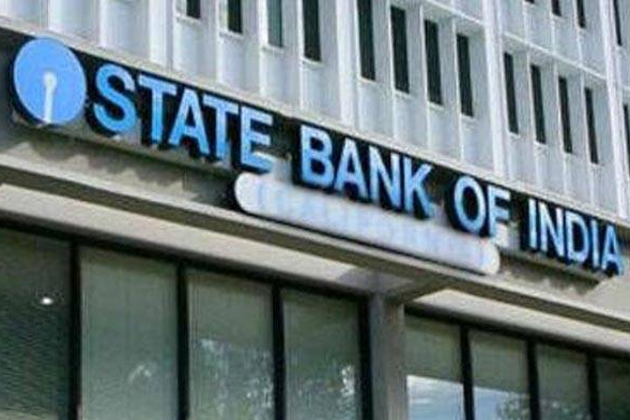 اسٹیٹ بینک آف انڈیا ( ایس بی آئی ) کے کھاتہ ہولڈروں کیلئے یکم جنوری سے نئے قوانین نافذ ہوں گے ، جن لوگوں کے پاس ایس بی آئی میں ضم ہوچکے بینکوں کے چیک بک ہیں وہ انہیں تبدیل کروالیں ۔ ان کے پاس موجود پرانی چیک بک اور آئی ایف ایس سی کوڈ 31 دسمبر کے بعد ناقابل قبول ہوجائیں گے ۔ اسٹیٹ بینک آف پٹیالہ ، اسٹیٹ بینک آف بینکانیر اینڈ جے پور ، اسٹیٹ بینک آف رائے پور ، اسٹیٹ بینک آف تراو ن کور ، اسٹیٹ بینک آف حیدرآباد اور بھارتیہ مہلا بینک میں کھاتہ ہولڈروںکو نئے چیک بک کی ضرورت پڑے گی۔