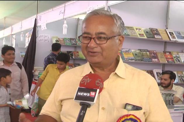 کتاب میلے میں اردو ادب کے علاوہ ہر شعبہ حیات سے متعلق کتابیں بھی رکھی گئیں ہیں۔
