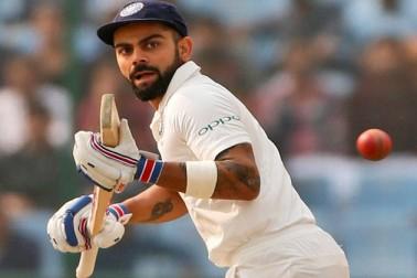 ناگپور کے بعد دہلی میں ڈبل سنچری بنانے کے ساتھ ہی وہ ٹیسٹ کرکٹ کی تاریخ میں لگاتار دو ٹیسٹ میں ڈبل سنچری بنانے والے چھٹے کھلاڑی بن گئے ہیں۔