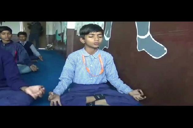 سلمیٰ انصاری کے اس مدرسہ میں بچے صبح دعا کے ساتھ گائتی منترا بھی پڑھتے ہیں ۔ کہا جاتا ہے کہ نفرت کی بات کرنے والے افراد کو اس مدرسہ سے سیکھ لینے کی ضرورت ہے ۔