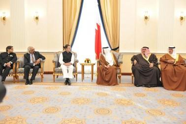 راہل نے پرنس خالد کو ملک کے پہلے وزیر اعظم جواہر لال نہرو کی لکھی کتابیں گفٹ کیں۔  یہ سبھی تصویریں یو این آئی کی ہیں۔