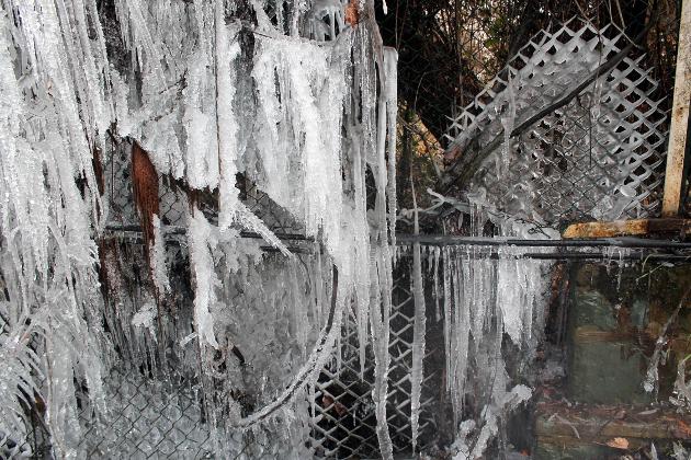 خطہ لداخ میں بیشتر آبی ذخائر جمے ہوئے ہیں۔ محکمہ موسمیات کے ایک ترجمان کے مطابق ریاست میں اگلے 48 گھنٹوں کے دوران موسم مجموعی طور پر سرد اور خشک رہے گا۔