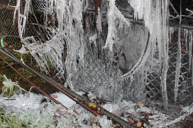 شمالی کشمیر کے کپواڑہ میں کم سے کم درجہ حرارت منفی 3 اعشاریہ 8 ڈگری ریکارڈ کیا گیا۔ گیٹ وے آف کشمیر کہلائے جانے والے قاضی گنڈ میں گزشتہ رات کم سے کم درجہ حرارت منفی 4 ڈگری ریکارڈ کیا گیا۔