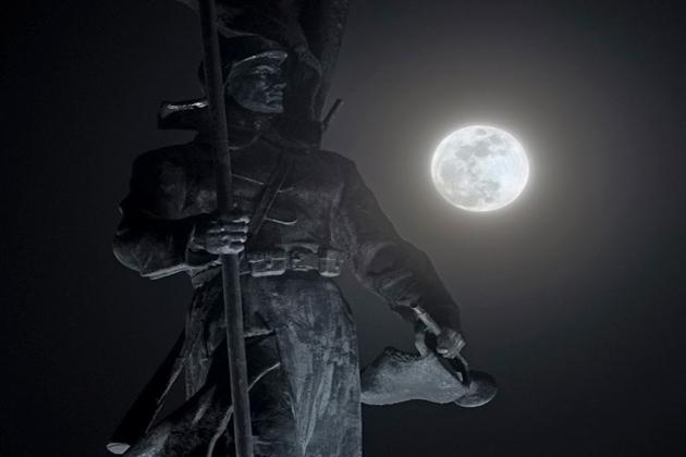 روس میں چاند گرہن کا نظارہ ۔ فوٹو : اے پی