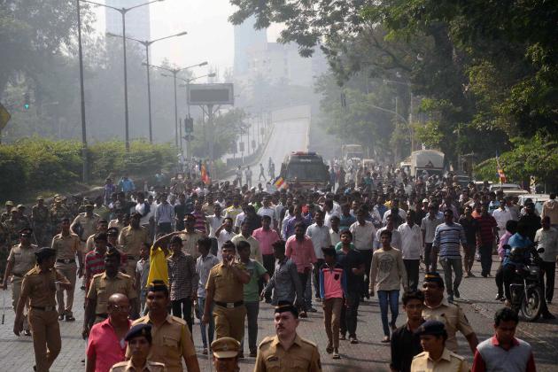 ممبئی میں جنوبی وسطی ،شمال وسطی ،مشرقی ممبئی میں جگہ جگہ راستہ روکو کا اثر دیکھا گیا جبکہ دلتوں تنظیموں کے ورکرس نعرے بازی کرتے ہوئے دکانیں بند کراتے گھوم رہے تھے ۔پولیس کا بھاری بندوبست رہا ۔