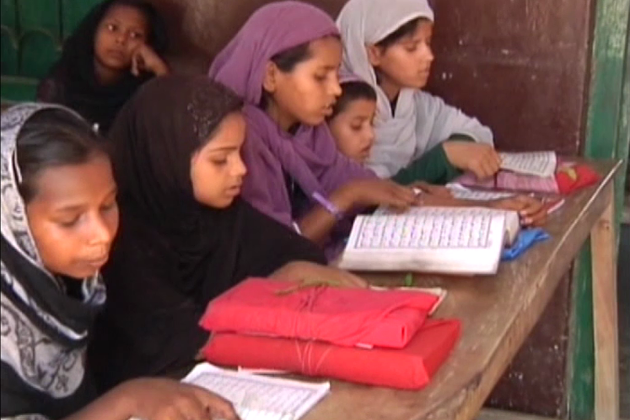 بہار میں پہلے سے 1128 مدارس ، مدرسہ ایجوکیشن بورڈ سے ملحق ہے۔ 2010 میں نتیش حکومت کی جانب سے مزید 2459 مدارس کو منظور کرنے کا فیصلہ کیا گیا تھا۔ کابینہ کے فیصلہ کے بعد بھی اب تک محض 814 مدارس کو ہی منظور کیا جا سکا ہے۔ باقی مدارس کی فائلیں محکمہ کا چکر کاٹ رہی ہیں۔