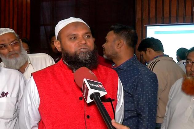 تاہم جب گجرات حج کمیٹی کے چیئرمین محمد علی قادری لوگوں کے درمیان اپنی بات رکھ رہے تھے، اسی دوران کچھ لوگوں نے نئی حج پالیسی کو لے کر اپنے غصے کا اظہار کیا اور کئی سوالات اٹھائے ۔