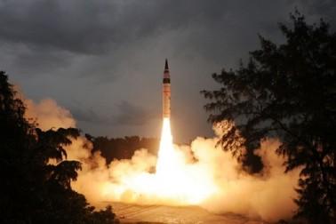 ہندوستان نے کیا اگنی-5 کا کامیاب تجربہ، جوہری ہتھیار لے جانے کا اہل