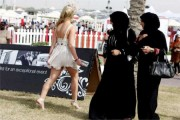 خواتین 26 سال کی عمر میں اکیلے جا سکیں گی سعودی عرب، بدل گئے یہ سخت قوانین