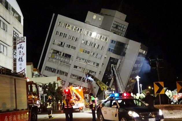 تائیوان کے ساحلی شہر هوالين میں آنے والے زبردست زلزلے میں کم از کم چار لوگوں کی موت ہو گئی اور 225 زخمی ہو گئے ہیں۔ تائیوان کے صدر جمہوریہ سائی انگ وین نے آج صبح متاثر ہ مقامات کا دورہ کیا اور امدادی سر گرمیوں کا جائزہ لیا۔