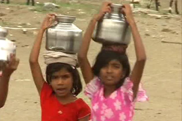 اورنگ آباد کے باشندوں  کو پینے کا پانی وقت پر ملے، اس کیلئے سیاست سے بالاتر ہوکر ایک رابطہ کمیٹی بنائی گئی ہے ۔ کمیٹی میں تمام سیاسی پارٹیوں کے نمائندے شامل ہیں ۔ کمیٹی کے ذمہ داروں نے پانی کے لیےعوامی تحریک چلانےکا انتباہ دیا ہے ۔ اورنگ آباد مہاراشٹر کا واحد شہر ہے ، جہاں پینے کے پانی کا ٹیکس دیگر شہروں سے دوگنا وصول کیا جاتا ہے ۔