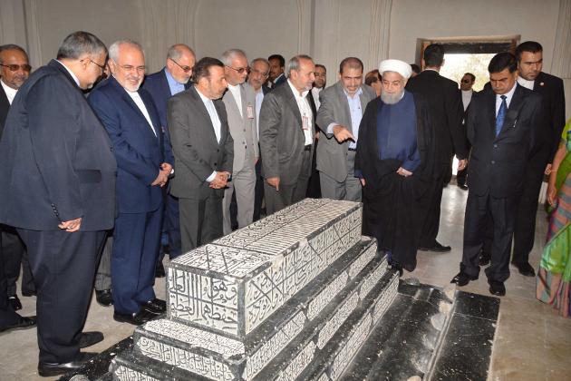 صدر ایران حسن روحانی نے اپنے دورہ حیدرآباد کے دوسرے دن جمعہ کی صبح گنبدان قطب شاہی کا دورہ کیا اور مقابر کا معائنہ کیا۔ یہ گنبدان ایرانی فن تعمیر کا شاہکار ہے۔ ان گنبدوں میں قطب شاہی حکمران مدفن ہیں۔