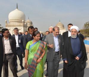 اپنے خطاب میں حسن روحانی نے کہا کہ ایران امن کا خواہاں ہے' صرف اسلامی ممالک ہی نہیں بلکہ اقوام عالم سے امن کامتقاضی ہے۔