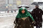 وادی کشمیر میں موسم سرما کی پہلی بھاری برف باری، بیرونی دنیا سے زمینی و فضائی رابطہ منقطع