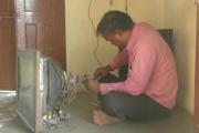قدرت کا کرشمہ : بچپن سے نابینا ماجد خان الیکٹرانکس کے سامان کی درستگی