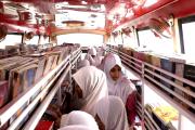 قومی کونسل برائے فروغ اردو زبان کی موبائل بک وین پہنچی ناندیڑ، طلبہ نے جم کر کیا استفادہ