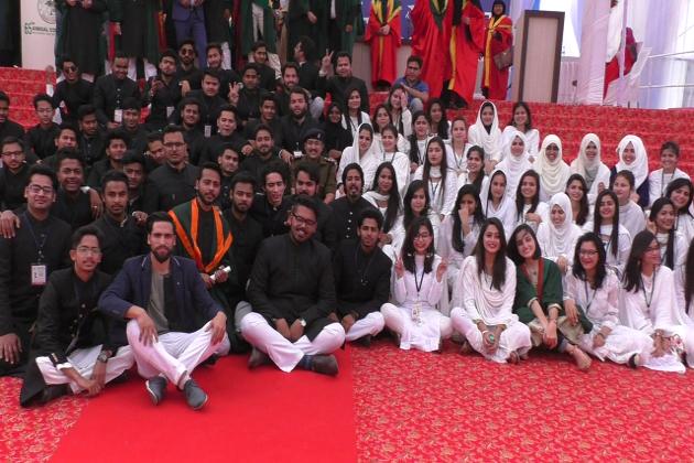 علی گڑھ مسلم یونیورسٹی میں صر ف تعلیم ہی نہیں دی جاتی بلکہ تربیت کے ساتھ ذہنوں کی تعمیر بھی ہوتی ہے ۔