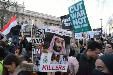 سعودی ولی عہد نے ملکہ برطانیہ اوروزیراعظم سے ملاقات کی۔ سعودی عرب نے برطانیہ کو براہ راست سرمایہ کاری کا یقین دلایا ہے، دونوں ممالک میں سرمایہ کاری اور تجارت 90 ارب ڈالرز تک لےجانے پر اتفاق ہوا ہے۔ ادھر برطانوی اپوزیشن اور انسانی حقوق کےکارکنوں کی جانب سے محمد بن سلمان کی برطانیہ آمد پر شدید احتجاج کیا گیا۔